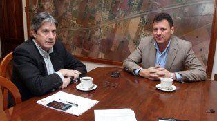 cónclave. El ministro Garibay con el intendente Raimundo.