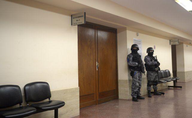 custodiado. La sala de audiencia donde ayer se decidió el destino de Ochoa.
