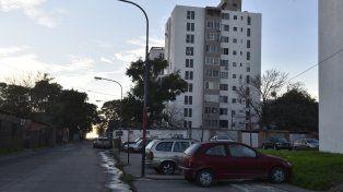 Edificio. A la derecha el monoblock en el cual vivía y mataron a García.