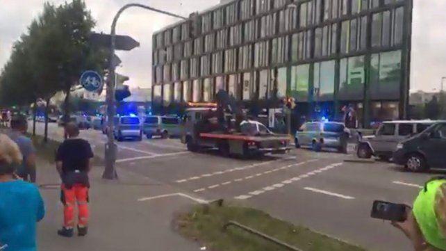 Habría un muerto y 10 heridos en tiroteo de centro comercial en Munich.