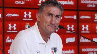 Edgardo Bauza llegó al país para reunirse con Pérez por el cargo de DT de la selección