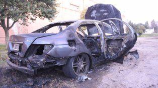 El auto quedó totalmente destruido.
