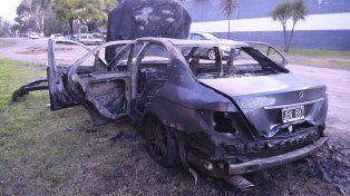 Hallaron quemado el auto del empresario que fue asaltado anoche en el country Pellegrini