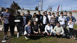 Ayer se realizaron tareas de limpieza y pintura en el club de Casiano Casas y Washington.