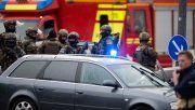 Alerta máximo. Fuerzas especiales se concentran frente al local de comida rápida, donde ocurrió el tiroteo.