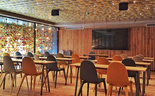Messi inauguró su restaurante sin hacer anuncios oficiales. (Fotos: Diario Sport).