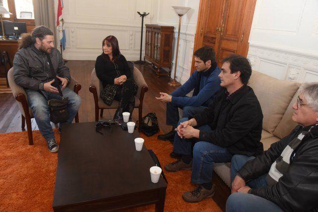 Los representantes del Sindicato de Prensa y el ministro en la reunión de hoy.
