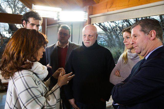 Cristina junto a los periodistas que la entrevistaron en su residencia en El Calafate