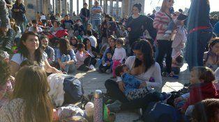 Mujeres rosarinas se reunieron en el Monumento para adherir a la movida nacional.