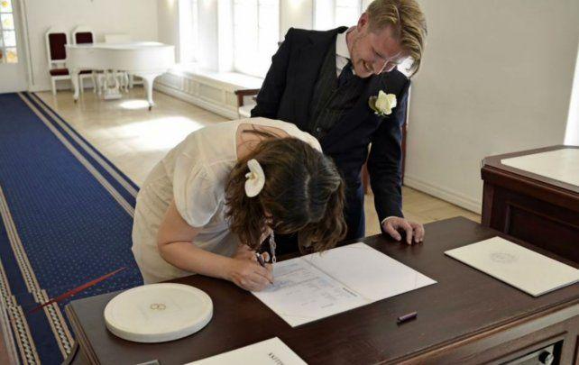 Linda historia de amor. Nuestra hija Anahí Ayelén DElía ha contraído matrimonio con Mikhel Kahebats en Talin-Estonia