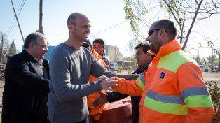 en la región. El ministro de Transporte de la Nación, Guillermo Dietrich, recorrió ayer el Gran Rosario y lanzó una batería de anuncios de infraestructura.