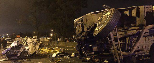 Las huellas del tremendo accidente en avenida Circunvalación. (Foto de Twitter @MartínPigazzi)