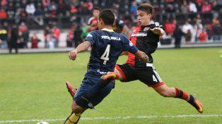 Los chicos de Newells fueron más que los de Central pero debieron conformarse con el empate en la ida de la Copa