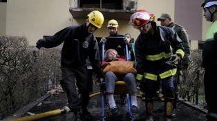 Tragedia. El estallido e incendio del edificio provocó una víctima fatal y 16 heridos