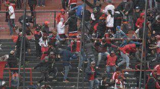 Una disputa entre barras hizo que hubiera corridas en las tribunas del Coloso del Parque.