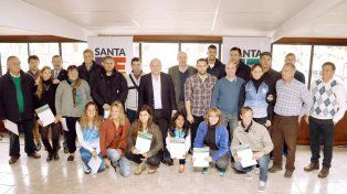 apoyo. El gobernador Lifschitz entregó ayer en Rosario 70 becas deportivas. Hoy lo hará en Santa Fe.
