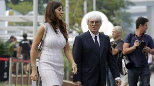 Bernie Ecclestone junto a su novia.
