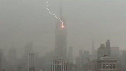 Impactante video  muestra el momento en el que un rayo cae sobre el Empire State