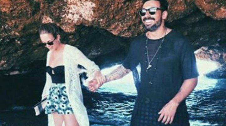 Pocho Lavezzi feliz con su novia Natalia Borges.