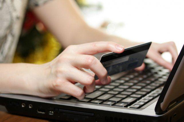 Se podrán realizar cinco compras al año con un tope de mil dólares.