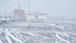 Planean que a partir de 2018 haya vuelos turísticos hacia la Antártida Argentina