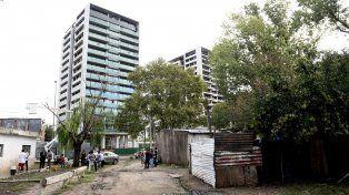 La zona. El asentamiento está en Francia y Caseros, en medio de torres.