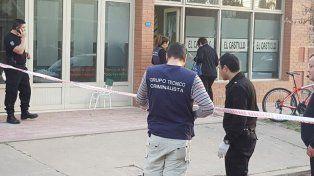 Pericias. Policías trabajaron en el pelotero donde ocurrió el femicidio.