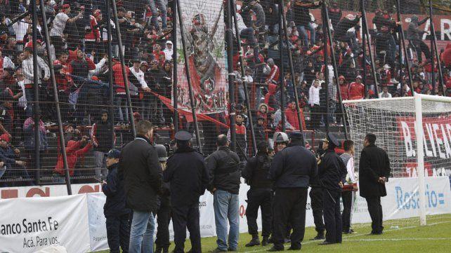 Polémica entre los hinchas de Newells, que quieren el banderazo, y la provincia, que no lo quiere