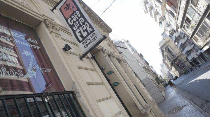 El cantante de Raras Bestias murió electrocutado en el legendario Café de la Flor.
