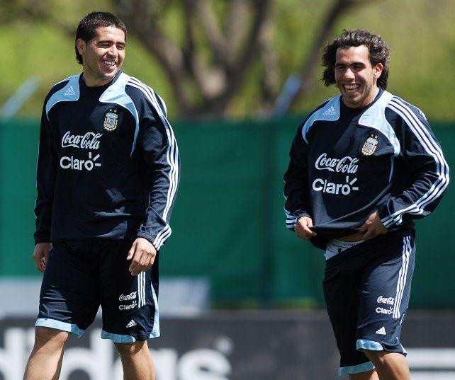 Tevez criticó la actitud que tomó Riquelme tras su retiro y le apuntó Maradona