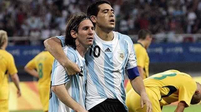 Lionel Messi y Román Riqueme