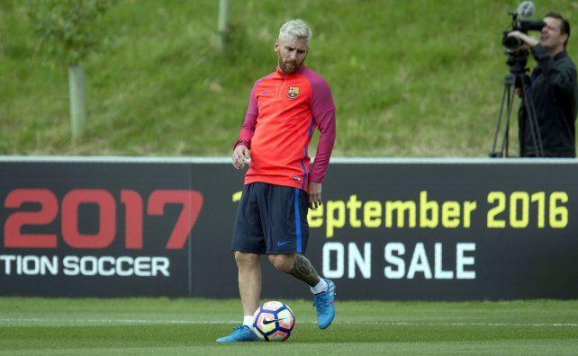 Messi llevó su magia a Inglaterra e hizo una demostración con sus compañeros