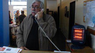 elocuente. El director del Fontanarrosa, Rafael Ielpi, ayer, con una estufa eléctrica encendida para mitigar el frío