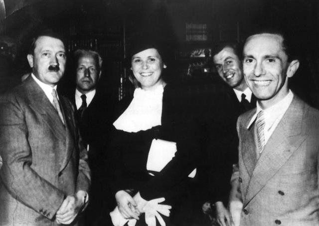 verano del 36. Adolf Hitler aparece de visita en la mansión de la familia Wagner