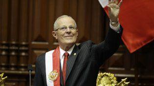 optimista. Pedro Pablo Kuczynski saluda en el Congreso. Lo esperan cinco años de difíciles desafíos.
