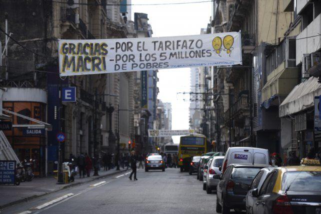 Irónicos mensajes callejeros para Macri