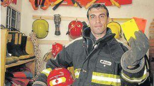 jorge balino, el arbitro que dirigira el clasico y ademas trabaja como bombero