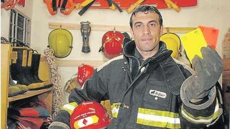 Jorge Baliño, el árbitro que dirigirá el clásico y además trabaja como bombero