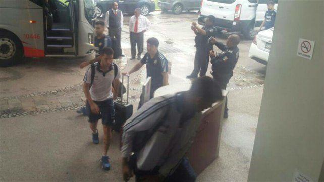 Los jugadores del sub 23 se llevaron una sorpresa al regresar al hotel donde se alojaban.