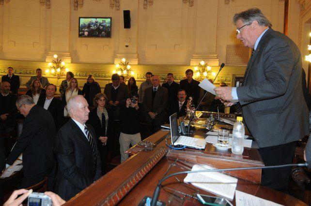 Lamberto juró por la patria y su honor ante el vicegobernador Carlos Faccendini.