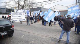 Los gremios se movilizan para hacer escuchar sus reclamos. (Néstor Juncos / La Capital).