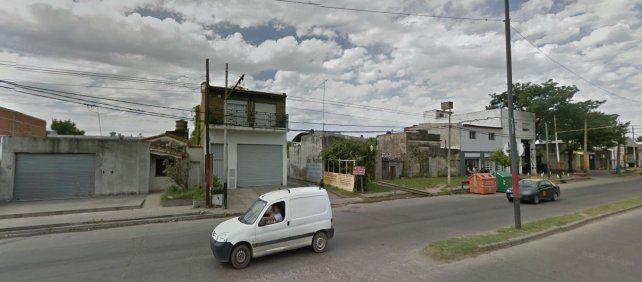 El hombre fue hallado dormido y desnudo en la casa de Mendoza al 7600.