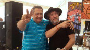 El exvicepresdidente de la Nación, junto al líder piquetero Luis DElia.