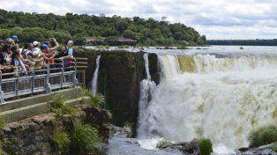 Maravilla. El destino más importante de Misiones, visitado anualmente por miles de turistas, son las cataratas del Iguazú.