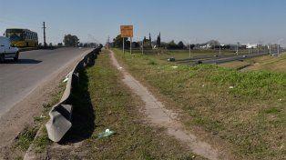 Un hombre perdió el control de su moto y murió al chocar contra un volquete en Circunvalación