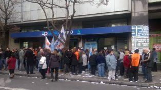 La Bancario se movilizo frente a la sede del banco Piano