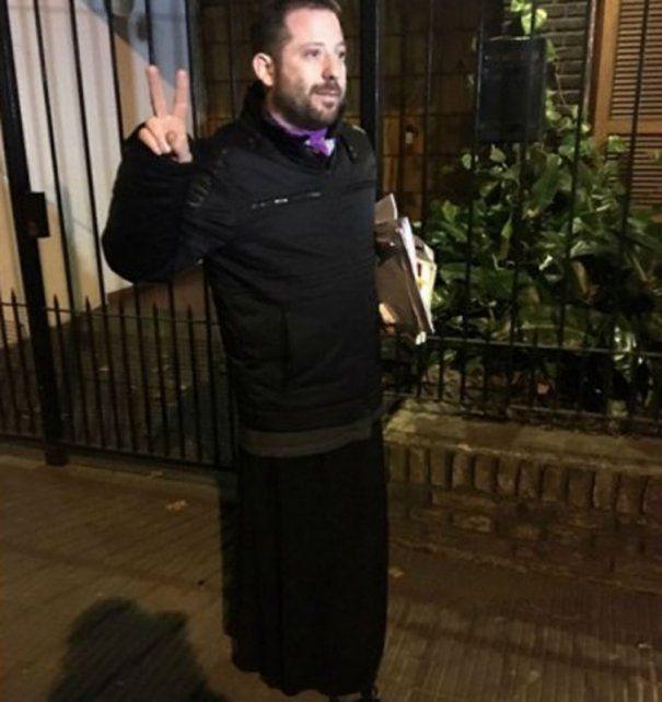 José Ottavis sorprendió al vestir una pollera y confesó: Me pasé de la raya
