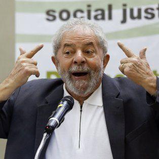 A juicio. Lula denunció que quieren sacarlo de la carrera presidencial.