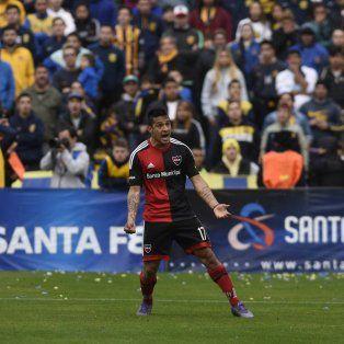 Mauricio Tevez grita con alma y vida el gol de penal que le dio la victoria al rojinegro en el clásico ante Central.