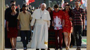 el papa argentino. Francisco fue recibido fervorosamente ayer por cientos de miles de jóvenes de todo el mundo.